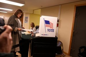 Những hình ảnh đầu tiên về cuộc bầu cử giữa kỳ trên khắp nước Mỹ