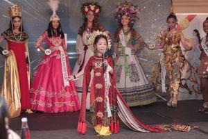 Cô bé 6 tuổi Đào Nguyễn Hồng Lam trở thành tân Hoa hậu nhí Á Âu 2018