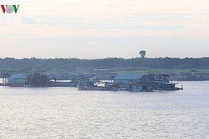Kiểm tra, xử lý tàu thuyền khai thác cát, sỏi trên sông Hồng