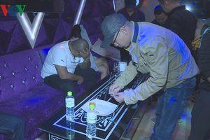 Hàng chục đối tượng có dấu hiệu phê ma túy nhảy múa ở quán karaoke