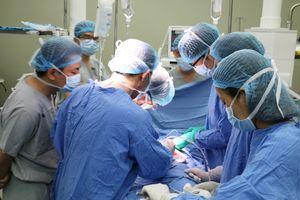 'Huyền thoại sống' về ghép tạng thế giới trực tiếp phẫu thuật cho bệnh nhân ở Đà Nẵng