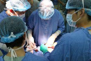 Phẫu thuật hơn 5 tiếng đồng hồ cắt thành công khối u lớn trong gan