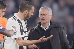 Bonucci nổi giận với HLV Mourinho vì màn ăn mừng khiêu khích