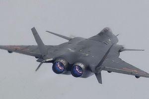 Tiêm kích J-20 của Trung Quốc bay biểu diễn với động cơ cũ