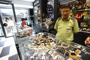 Hơn 500 đồng hồ không nguồn gốc bị tạm giữ ở Sài Gòn