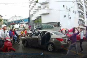 Tài xế bị chém đứt gân sau va chạm giao thông