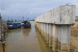 Quá thời hạn, công trình 'khủng' xây trái phép làm lệch dòng chảy sông Mã vẫn chưa tháo dỡ