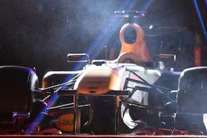 Cận cảnh xe đua F1 trị giá hàng triệu USD tại Hà Nội