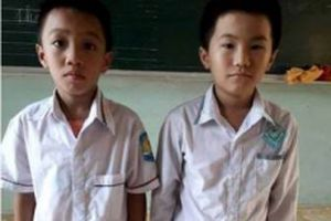 Hai học sinh lớp 3 nhặt được ví tiền trả người đánh mất