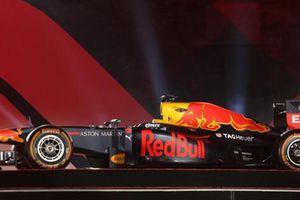 'Choáng' với giá trị siêu xe đua F1 xuất hiện tại Hoàng thành Thăng Long