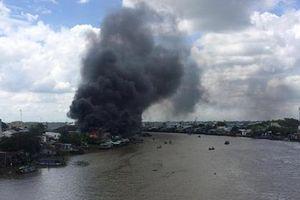 Cháy dữ dội khu vực chợ nổi Cái Răng ở Cần Thơ
