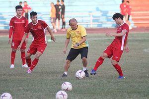 Trọng tài người Indonesia cầm còi trận Lào và Việt Nam