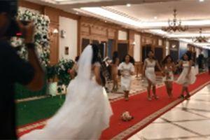 Khi cô dâu ném hoa cưới: Tưởng hội bạn thân tranh nhau lấy hoa, ai dè 'bỏ của chạy lấy người'