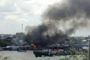 Cháy lớn gần chợ nổi Cái Răng, người dân không kịp trở tay