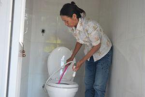 Đổi đời nhờ… nhà vệ sinh