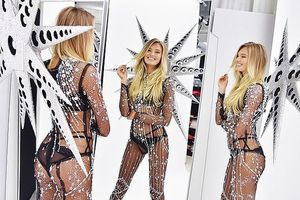 Trang phục phủ đầy pha lê Swarovski của thiên thần Victoria's Secret