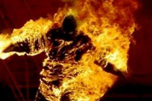 Kết thúc phiên tòa chồng tẩm xăng đốt vợ nguy kịch
