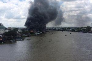 Cháy lớn tại khu vực chợ nổi Cái Răng