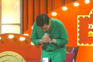 Trấn Thành cúi đầu xin lỗi khán giả, bỏ tiền túi đền cho chương trình vì cười dễ dãi