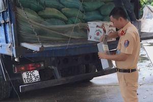 Thanh Hóa: Kiểm tra, bắt giữ xe chở rượu ngoại nhập lậu