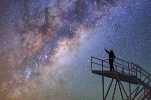 'Vươn tới những vì sao' và loạt ảnh trời đêm đầy mê hoặc