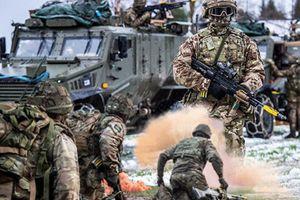 Lính Anh rầm rộ tập trận, sẵn sàng đấu với Nga