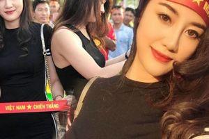 Fan girl được 'săn lùng' sau trận Việt Nam-Lào vì body quá đẹp