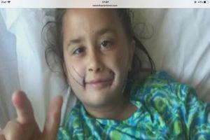 Cô bé 7 năm sống không nụ cười nay đã cười được