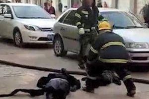Xe điện phát nổ khi đang sạc, 2 mẹ con tử vong