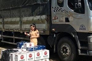 Bắt vụ vận chuyển gần 900 chai rượu không rõ nguồn gốc xuất xứ