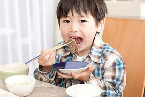 Thiếu đạm - hay ốm vặt, thừa đạm dễ béo phì: mẹ phải làm sao?