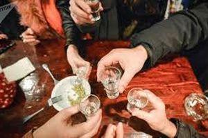 Vác dao quyết 'sinh tử' sau khi uống chung 3 lít rượu, 1 người tử vong