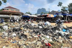 Quảng Bình: Rác bủa vây chợ, trung tâm xã gây ô nhiễm môi trường