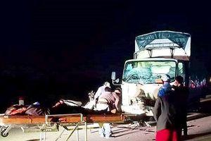 Nghệ An: Xe máy kẹp 3 va chạm xe tải, 3 người tử vong tại chỗ