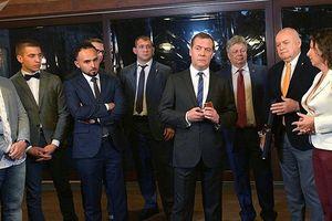 Thủ tướng Nga Medvedev: Phóng viên ảnh là nghề nguy hiểm