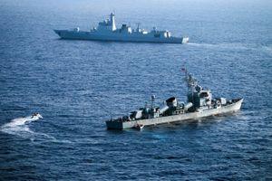 Mỹ - Trung chơi 'trò gà chọi' trên Biển Đông