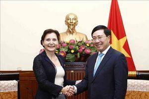 Phó Thủ tướng, Bộ trưởng Ngoại giao Phạm Bình Minh tiếp Đại sứ Italy chào từ biệt