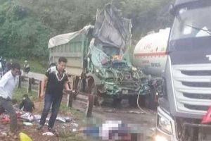 Xe bồn chở xăng va chạm xe tải ở Hòa Bình, 2 người bị thương