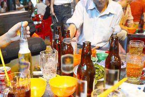 BẢN TIN TÀI CHÍNH-KINH DOANH: Người Việt mua xe đắt mùa cao điểm, tăng thuế để giảm tiêu thụ bia rượu