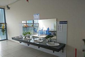 Nhà vệ sinh ở các trường học: Đến bao giờ mới sạch 100%?