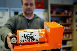 Vì sao lại gọi là hộp đen máy bay trong khi có màu cam?