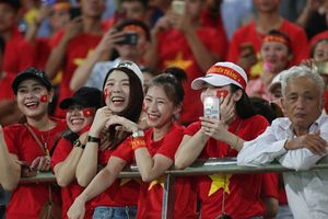 Báo chí châu Á choáng với CĐV Việt Nam ở trận mở màn