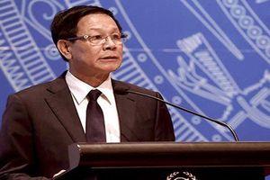 Cảnh sát áp giải ông Phan Văn Vĩnh về lại trại giam