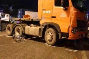 Container tông 3 học sinh đang sang đường, 1 em tử vong tại chỗ