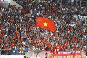 Dư âm Việt Nam 3-0 Lào - Những hình ảnh đẹp đến từ khán đài, CĐV dọn rác trước khi rời sân