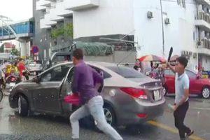 Tài xế ô tô bị chặt tay: 'Tôi không chạy vì lúc đó vợ đang đứng đó, tôi ở lại để bảo vệ'
