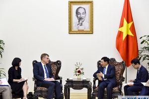 Phó Thủ tướng, Bộ trưởng Ngoại giao Phạm Bình Minh tiếp Phó Chủ tịch Ngân hàng Phát triển châu Á (ADB) Stephen Groff