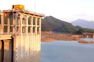 Nhiều hồ đập vật vã khô khát bất thường giữa mùa mưa