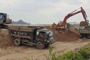 Bỏ ngỏ quản lý bến bãi, vật liệu xây dựng xâm hại công trình giao thông