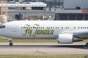 Máy bay của Hãng Fly Jamaica hạ cánh khẩn cấp, 6 người bị thương